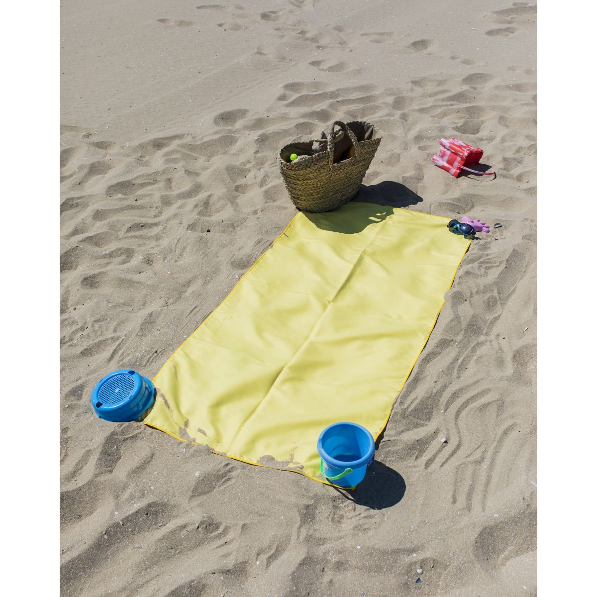 drap de plage enfant microfibre heiata coloris jaune. Black Bedroom Furniture Sets. Home Design Ideas